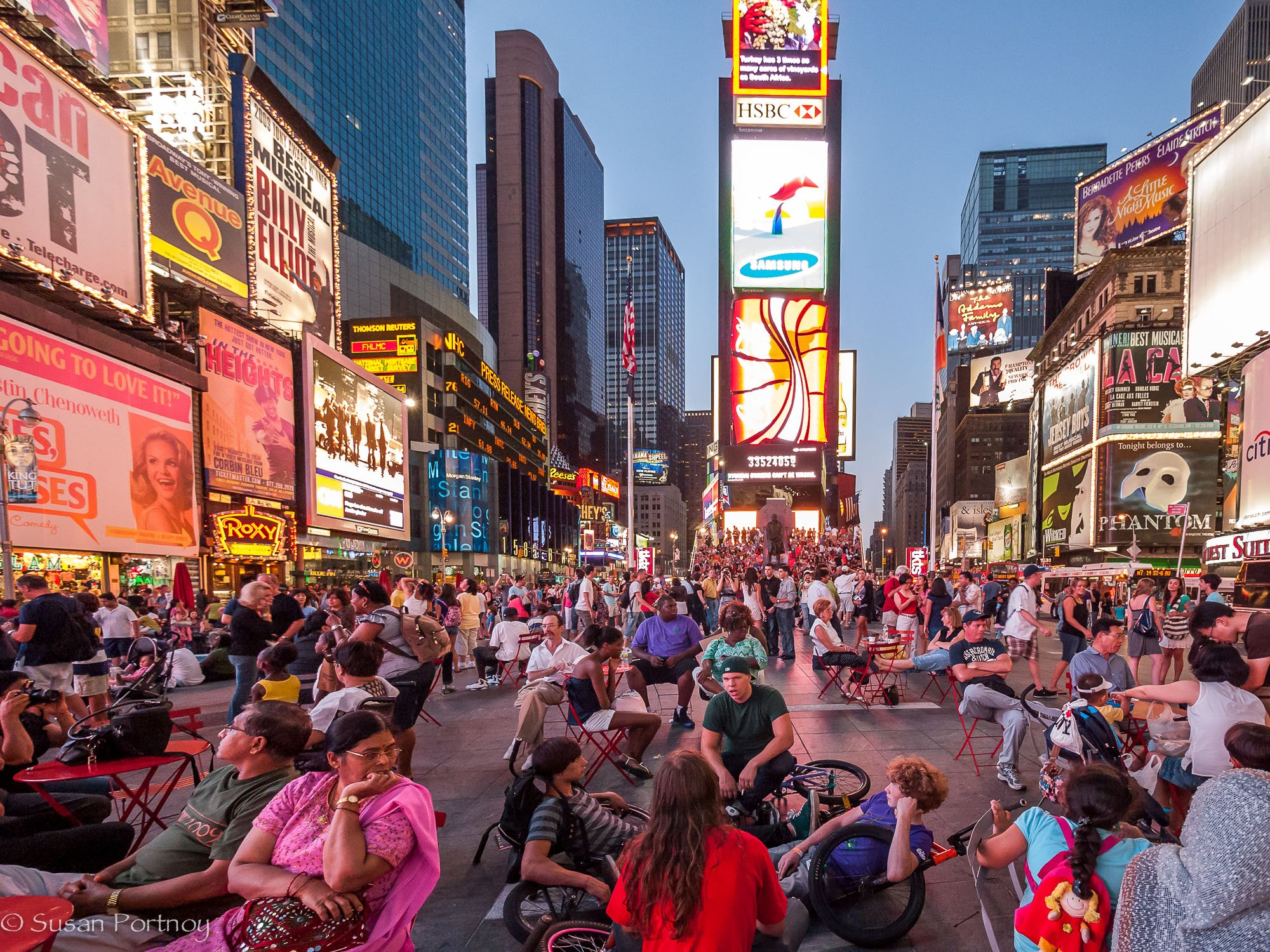 Rediscovering Photography On Summer >> Crowds in Times Square – The Insatiable Traveler