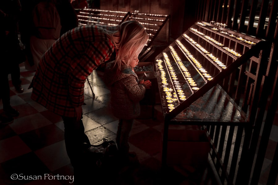 Photographing little girl in St. Stephens Cathedral in Vienna, Austria