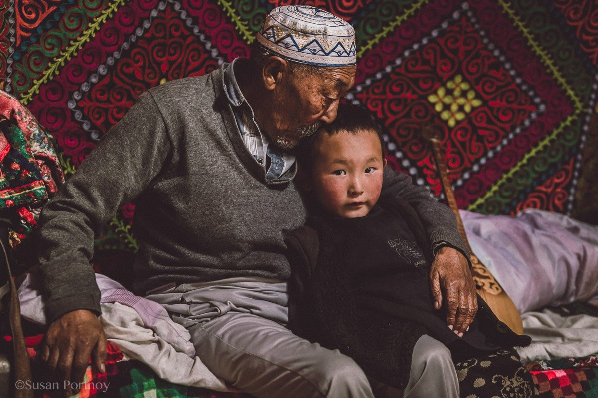 photographing-kazakh-nomads-in-mongolia-