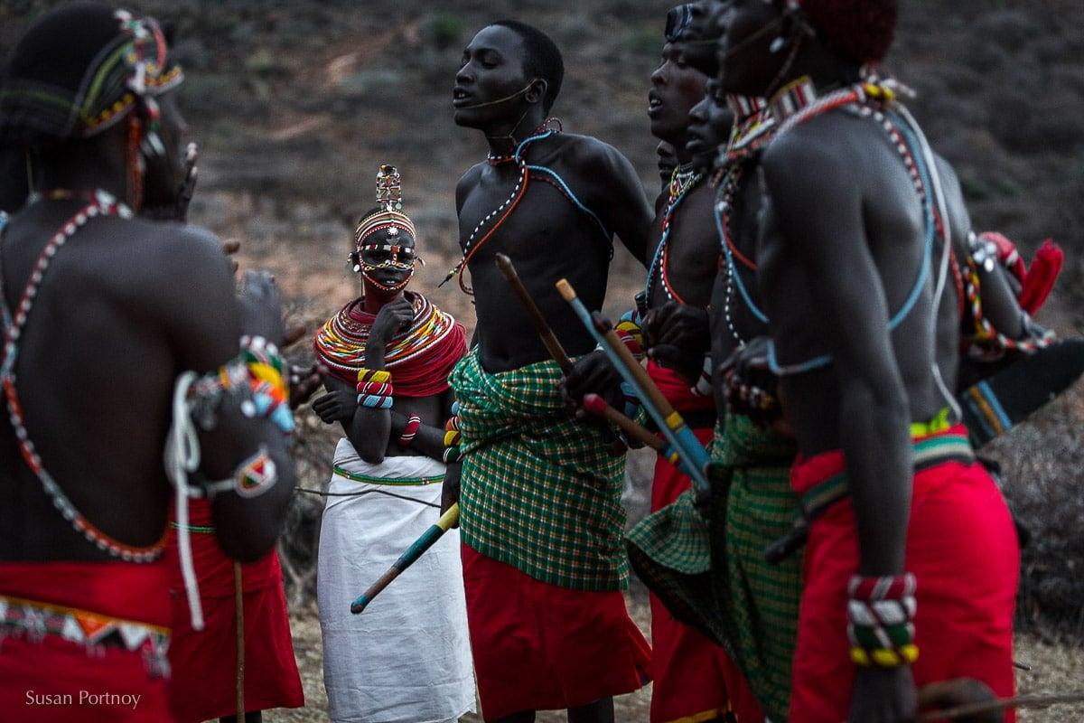 samburu-men-and-women-dance-in-kenya
